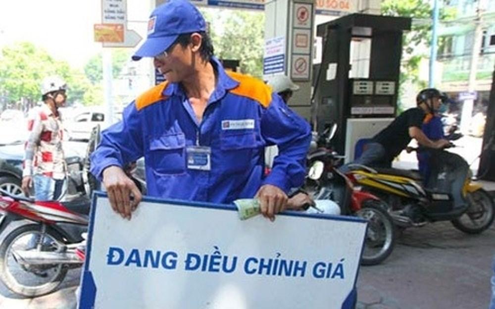 Xăng dầu đồng loạt tăng giá từ 500-700 đồng một lít từ 15h chiều nay 1