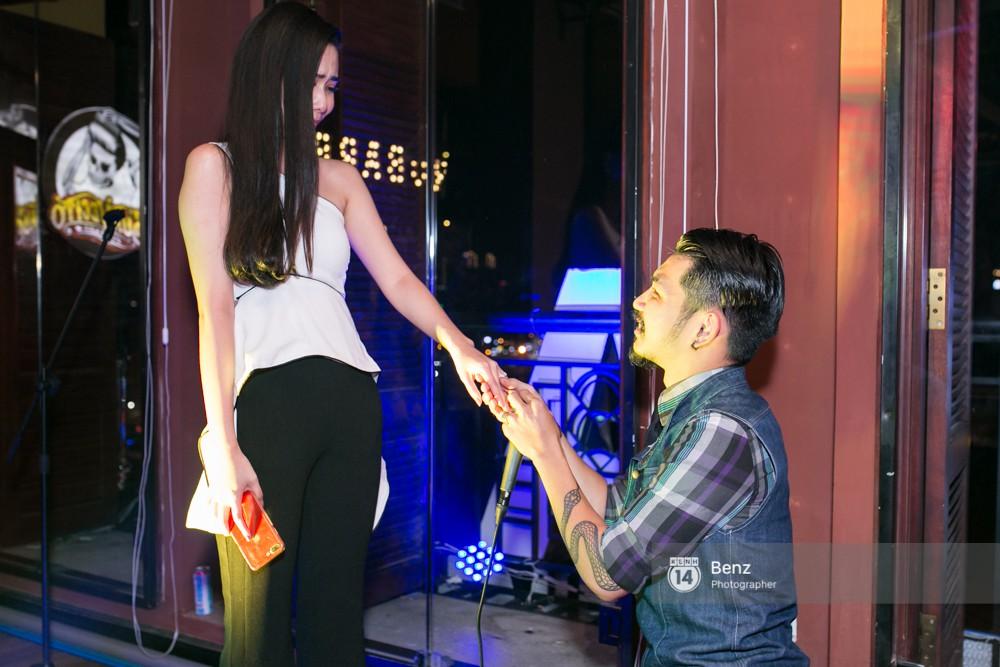 Diễn viên 'Bụi đời chợ Lớn' bất ngờ ngỏ lời cầu hôn bạn gái 8 năm 3