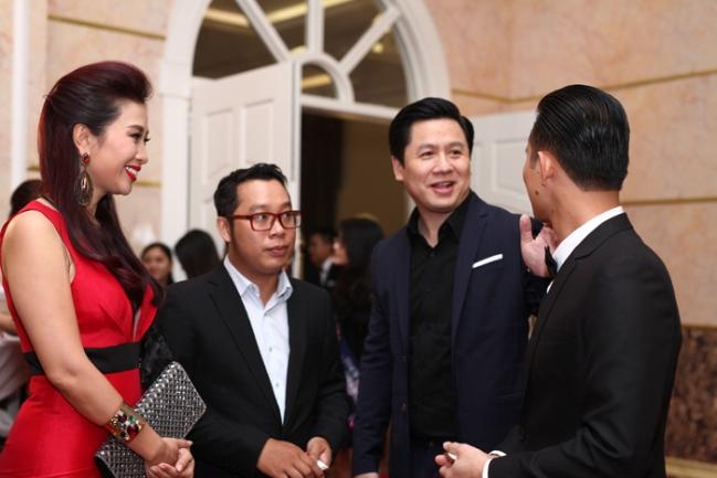 Hoa hậu Phạm Hương rộ tin đồn hẹn hò với đại gia Việt kiều Bobby Phước Trần? 3