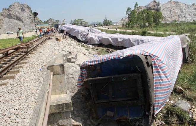 Thông tuyến đường sắt Bắc Nam sau vụ lật tàu ở Thanh Hóa 3