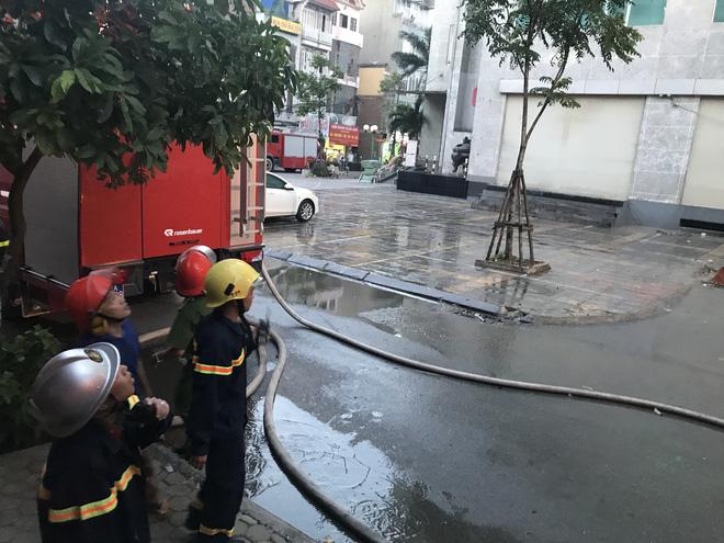 Cảnh tan hoang bên trong căn nhà cháy tại tầng 18 chung cư ở Hà Đông 9