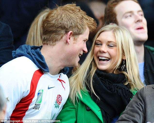 """Cuộc gọi """"đẫm nước mắt"""" giữa Hoàng tử Harry và bạn gái cũ trước ngày hôn lễ diễn ra được tiết lộ 2"""
