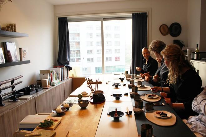Tự mở nhà hàng Nhật trong phòng kí túc, anh chàng 21 tuổi khiến giới sành ăn ở Amsterdam phải ngỡ ngàng 3