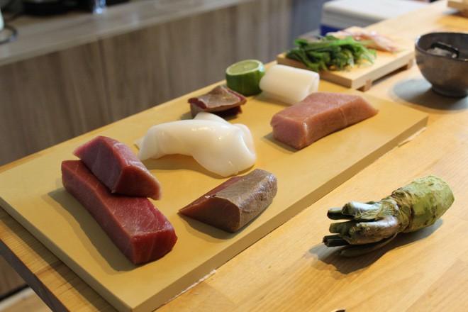 Tự mở nhà hàng Nhật trong phòng kí túc, anh chàng 21 tuổi khiến giới sành ăn ở Amsterdam phải ngỡ ngàng 7