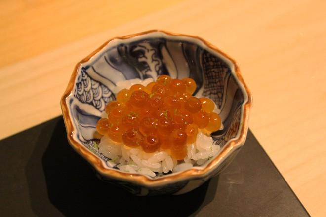 Tự mở nhà hàng Nhật trong phòng kí túc, anh chàng 21 tuổi khiến giới sành ăn ở Amsterdam phải ngỡ ngàng 8