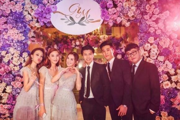 Hình ảnh cô dâu Chung Hân Đồng cười rạng rỡ trong đám cưới cùng hôn phu kém tuổi khiến fan rưng rưng vì xúc động 7