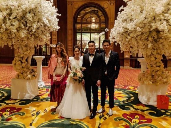 Hình ảnh cô dâu Chung Hân Đồng cười rạng rỡ trong đám cưới cùng hôn phu kém tuổi khiến fan rưng rưng vì xúc động 9