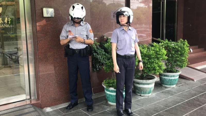 Trung Quốc: Vừa nhìn thấy nữ cảnh sát xinh đẹp, tên tội phạm lập tức nhận tội và hỏi xin số làm quen 2