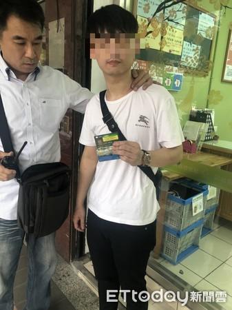 Trung Quốc: Vừa nhìn thấy nữ cảnh sát xinh đẹp, tên tội phạm lập tức nhận tội và hỏi xin số làm quen 1