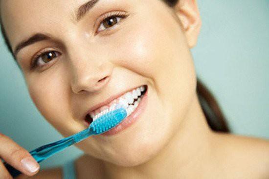 Thói quen đánh răng sai 90\% người mắc phải: Làm ướt bàn chải trước khi đánh răng 2