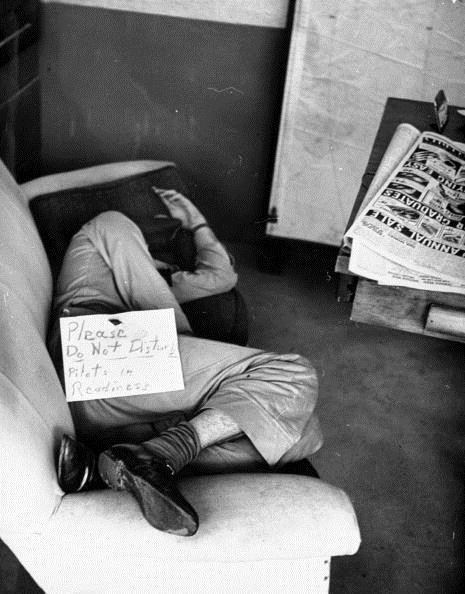 Bí quyết giúp phi công Mỹ có thể ngủ chỉ trong 2 phút mà ai cũng có thể học - Ảnh 2.