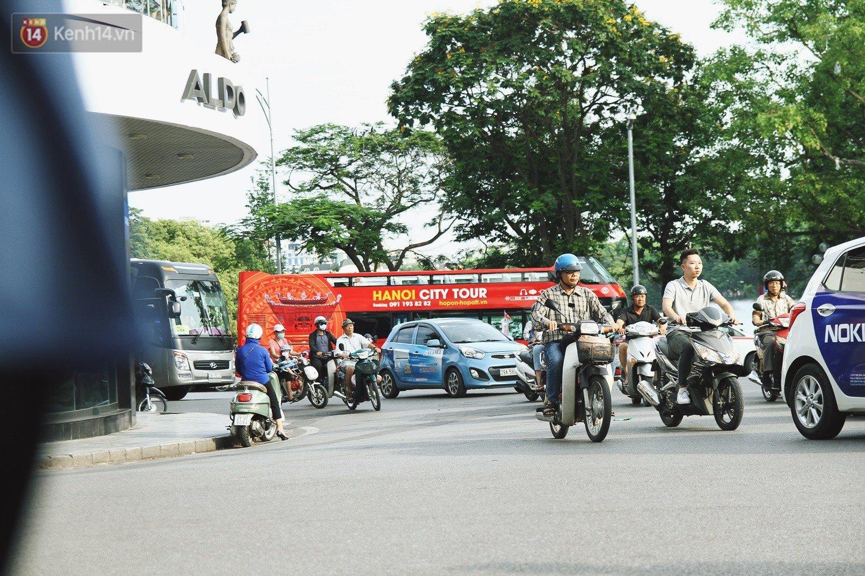 Trải nghiệm xe buýt 2 tầng mui trần ngắm Thủ đô Hà Nội từ trên cao: 300.000 đồng cho một vé liệu có đáng? 1