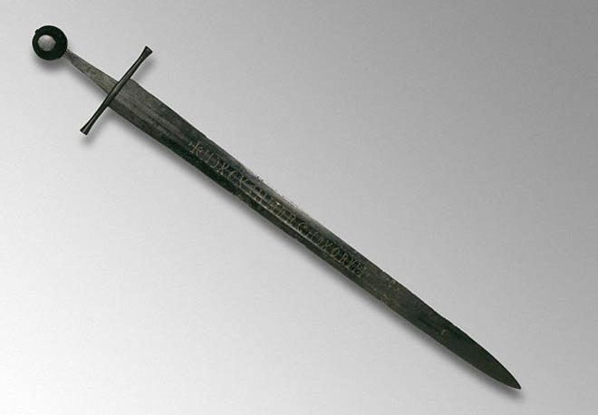 Bí ẩn chưa thể giải mã về 18 chữ cái trên thanh kiếm Trung cổ 800 năm tuổi 1