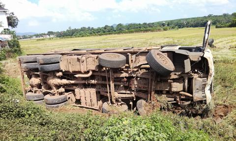 Hình ảnh Xe tải tông xe máy bốc cháy, một cán bộ công an tử vong số 1