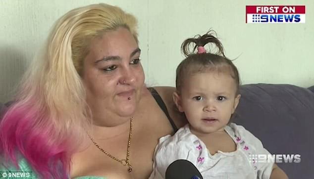 Trước khi đi ngủ, con gái 18 tháng tuổi bồn chồn khó chịu, không thể đi vệ sinh, sáng thức dậy mẹ phát hiện điều kinh khủng trong tã con - Ảnh 1.