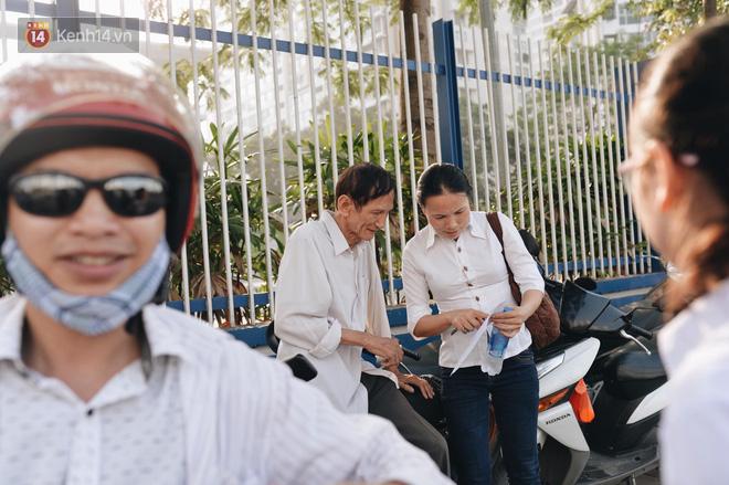 Hình ảnh Ngày đầu tiên tuyển sinh lớp 10 tại Hà Nội: Học sinh và phụ huynh căng thẳng vì kỳ thi được đánh giá khó hơn cả thi đại học số 13