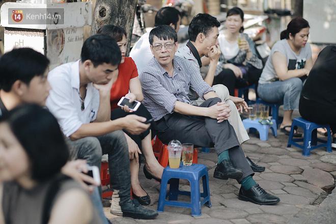 Ngày đầu tiên tuyển sinh lớp 10 tại Hà Nội: Học sinh và phụ huynh căng thẳng vì kỳ thi được đánh giá khó hơn cả thi đại học - Ảnh 27.