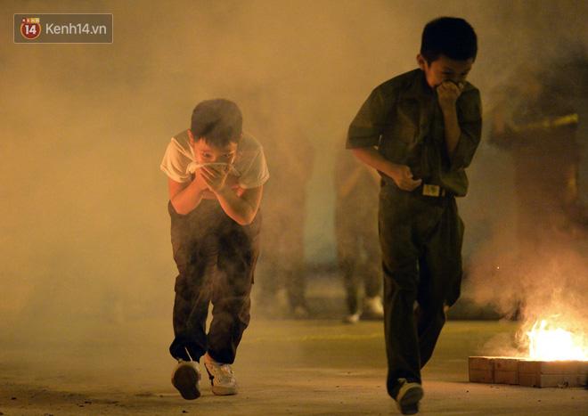 Cận cảnh một buổi học phòng chống cháy nổ của các chiến sĩ công an nhí - Ảnh 8.