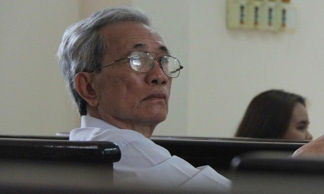 Buộc ông Nguyễn Khắc Thuỷ thi hành án tù 3 năm vì tội dâm ô trẻ em  - Ảnh 1.