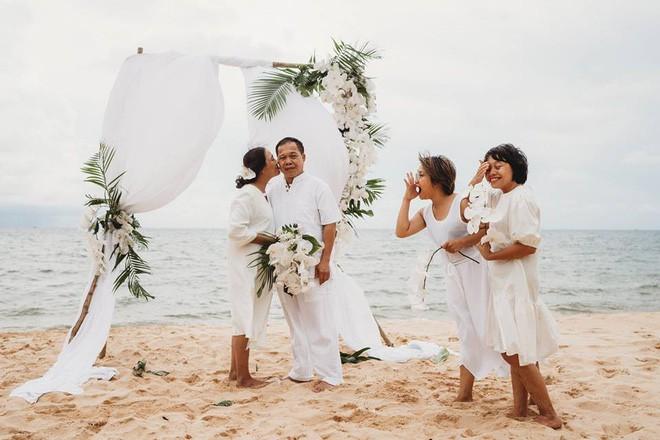 Ảnh cưới vui chất ngất của cặp đôi U50 đã 'sống thật' 35 năm hạnh phúc lại có 2 'phù dâu' siêu đặc biệt 1