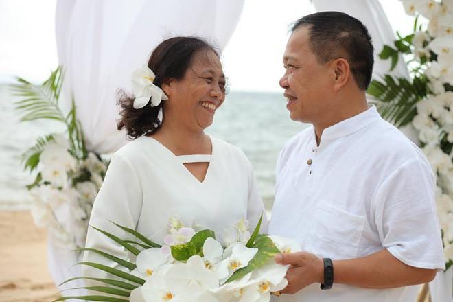 Ảnh cưới vui chất ngất của cặp đôi U50 đã 'sống thật' 35 năm hạnh phúc lại có 2 'phù dâu' siêu đặc biệt 4