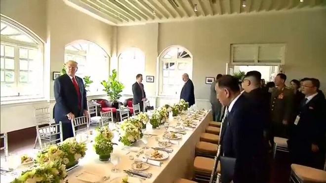 Trump  và Kim Jong-un ăn gì trong bữa trưa chung đầu tiên? 1