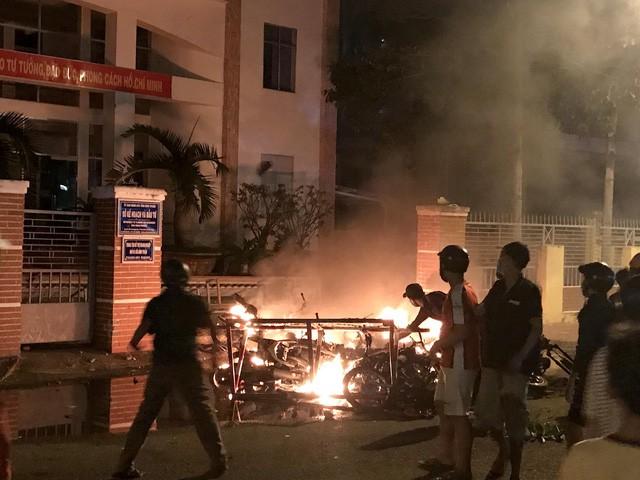 Vụ gây rối ở Bình Thuận: Bắt thêm đối tượng nghi cho tiền để kích động đám đông 1