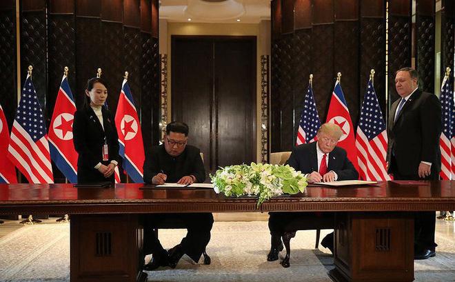 Hình ảnh Hé lộ lý do ông Kim dùng bút của em gái để ký thỏa thuận chung số 1