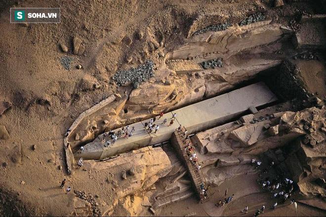 Tấm bia đá bí ẩn ở Trung Quốc: Nặng hơn 31.000 tấn, cao gần bằng tượng Nữ thần Tự Do 4
