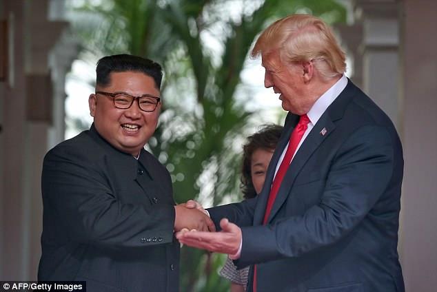 Ông Kim Jong - un thông thạo tiếng Anh nhưng vờ như không biết 2