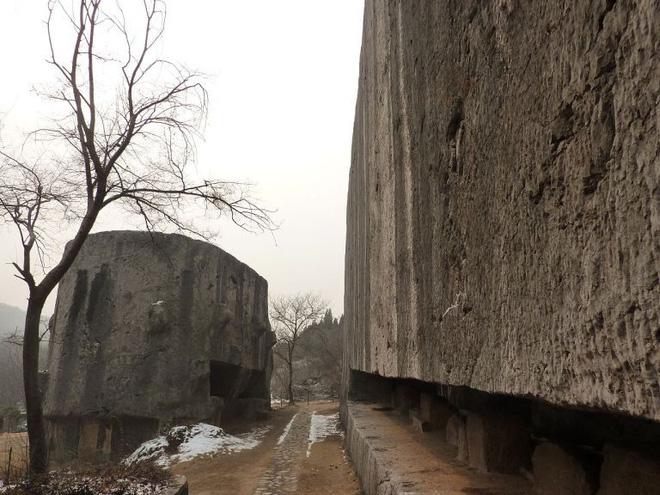 Tấm bia đá bí ẩn ở Trung Quốc: Nặng hơn 31.000 tấn, cao gần bằng tượng Nữ thần Tự Do 3