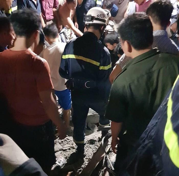 Nhà vừa đổ mái thì sập ngay trong đêm khiến 4 người thương vong 2