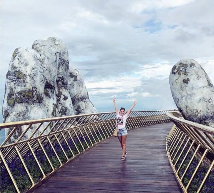 Dân tình 'bấn loạn' trước cây cầu vàng hình bàn tay khổng lồ ở Đà Nẵng, rần rần rủ nhau đến check in 8