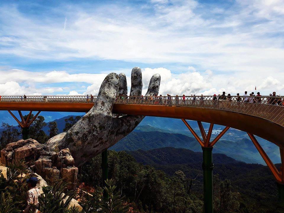 Dân tình 'bấn loạn' trước cây cầu vàng hình bàn tay khổng lồ ở Đà Nẵng, rần rần rủ nhau đến check in 4