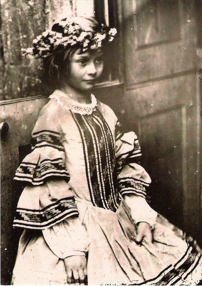 Alice ở xứ sở thần tiên: Câu chuyện trẻ em nhuốm màu đen tối và cuộc đời Alice ngoài đời thật khiến nhiều người ngỡ ngàng 7