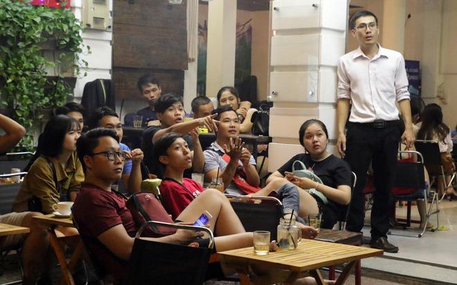 Dân Sài Gòn kéo nhau ra quán cà phê, quán nhậu vừa uống bia vừa xem World Cup 2018 15