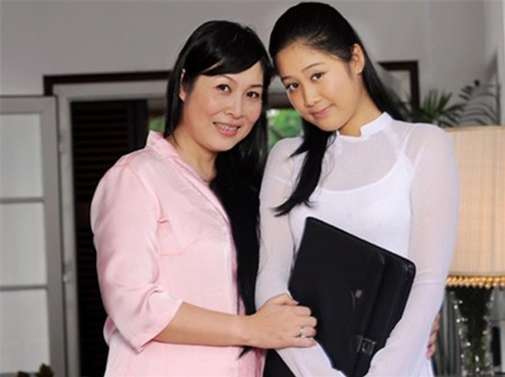 Chân dung con gái cao gần 1m8, có gương mặt xinh như hoa hậu của NSND Hồng Vân 1