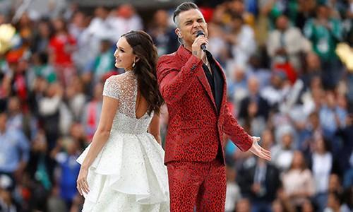 Ca sĩ Robbie Williams có hành động phản cảm, gây phẫn nộ trong lễ khai mạc World Cup 2018 1