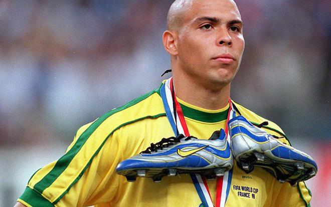 Nhìn Ronaldo xuất hiện trong lễ khai mạc World Cup 2018, đám 8x, 9x đời đầu mới 'chua chát' nhận ra mình đã già lắm rồi 4