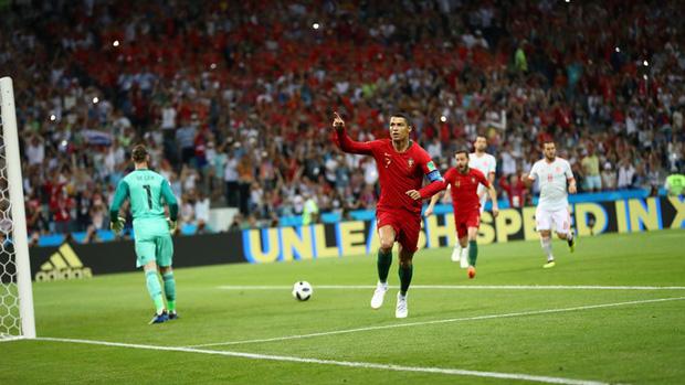 Bồ Đào Nha 3-3 Tây Ban Nha: Cả thế giới ngả mũ thán phục Ronaldo 3