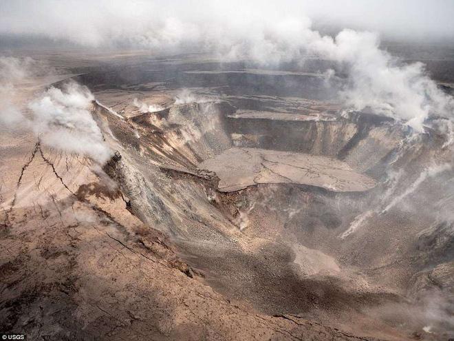 Dùng drone quan sát miệng núi lửa vừa tàn phá Hawaii, chuyên gia phát hiện điều đáng sợ! - Ảnh 7.