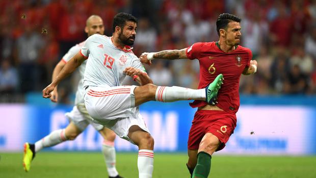 Bồ Đào Nha 3-3 Tây Ban Nha: Cả thế giới ngả mũ thán phục Ronaldo 5