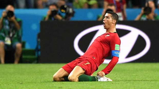 Truyền thông thế giới nói gì về màn trình diễn siêu hạng của Ronaldo trước Tây Ban Nha? 1