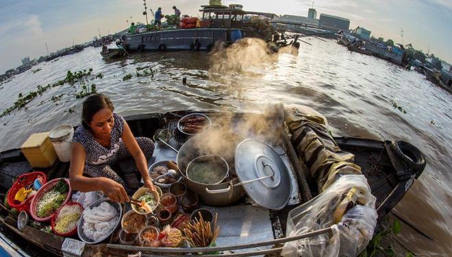 Hình ảnh Hủ tiếu Việt Nam lên cả sóng truyền hình Mỹ và được đầu bếp lừng danh Gordon Ramsay khen ngon hết lời số 6