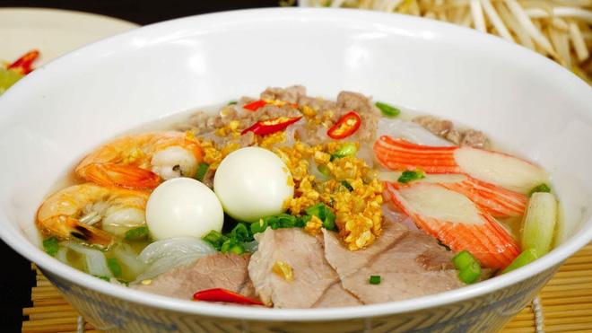 Hình ảnh Hủ tiếu Việt Nam lên cả sóng truyền hình Mỹ và được đầu bếp lừng danh Gordon Ramsay khen ngon hết lời số 12