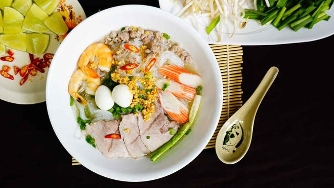 Hình ảnh Hủ tiếu Việt Nam lên cả sóng truyền hình Mỹ và được đầu bếp lừng danh Gordon Ramsay khen ngon hết lời số 11