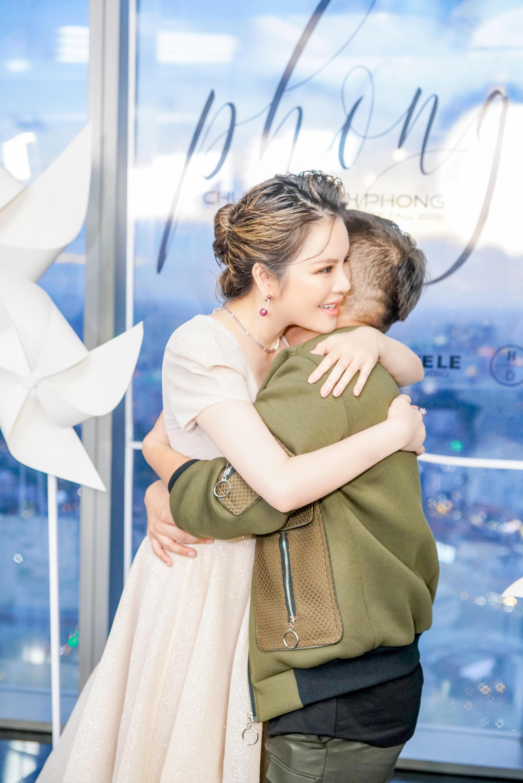 Lý Nhã Kỳ diện váy xẻ ngực quyến rũ dự show thời trang của NTK Chung Thanh Phong 4
