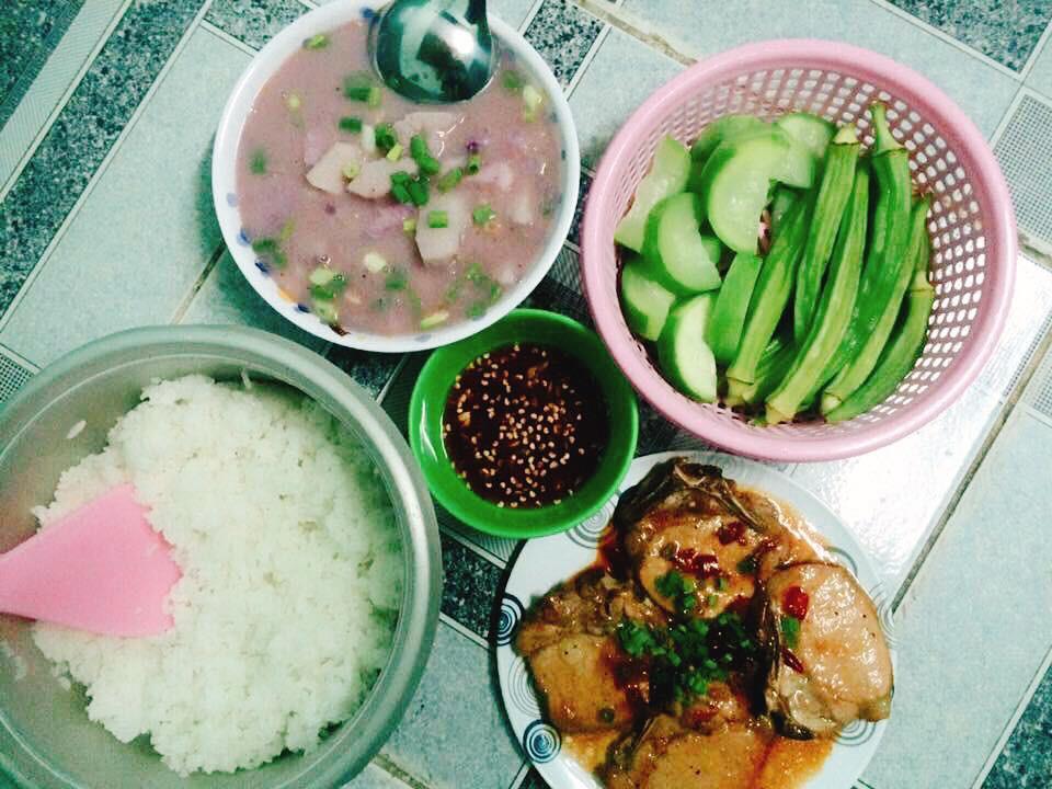 Cô gái khoe mâm cơm toàn các món cá dành cho 5 người, mất 3 tiếng bếp núc mỗi ngày, nhiều chị em chê quá ít, quá tốn thời gian 3
