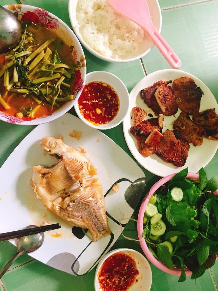 Cô gái khoe mâm cơm toàn các món cá dành cho 5 người, mất 3 tiếng bếp núc mỗi ngày, nhiều chị em chê quá ít, quá tốn thời gian 5
