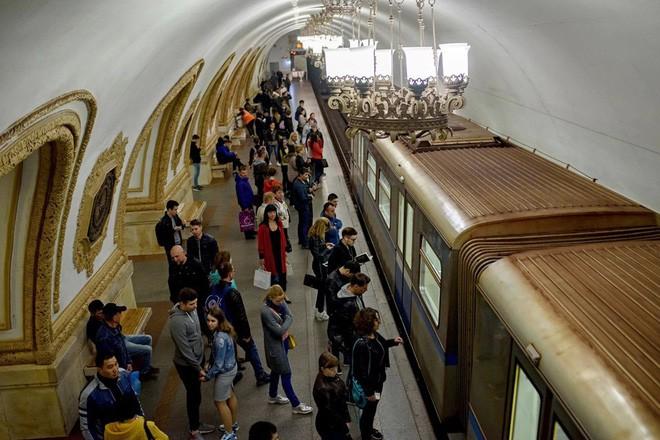 Chùm ảnh: Ngắm nhìn vẻ đẹp nguy nga như 'cung điện dưới lòng đất' của các ga tàu điện ngầm ở Nga 1